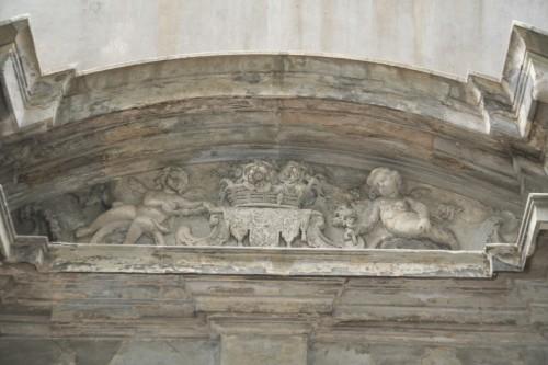 Ziemeļu portāla augšējā daļa